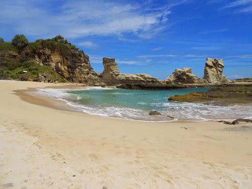 Objek Wisata di Jawa Timur Wajib Dikunjungi, Pantai Klayar Pacitan