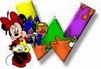 Alfabeto de Minnie Mouse pintando W.