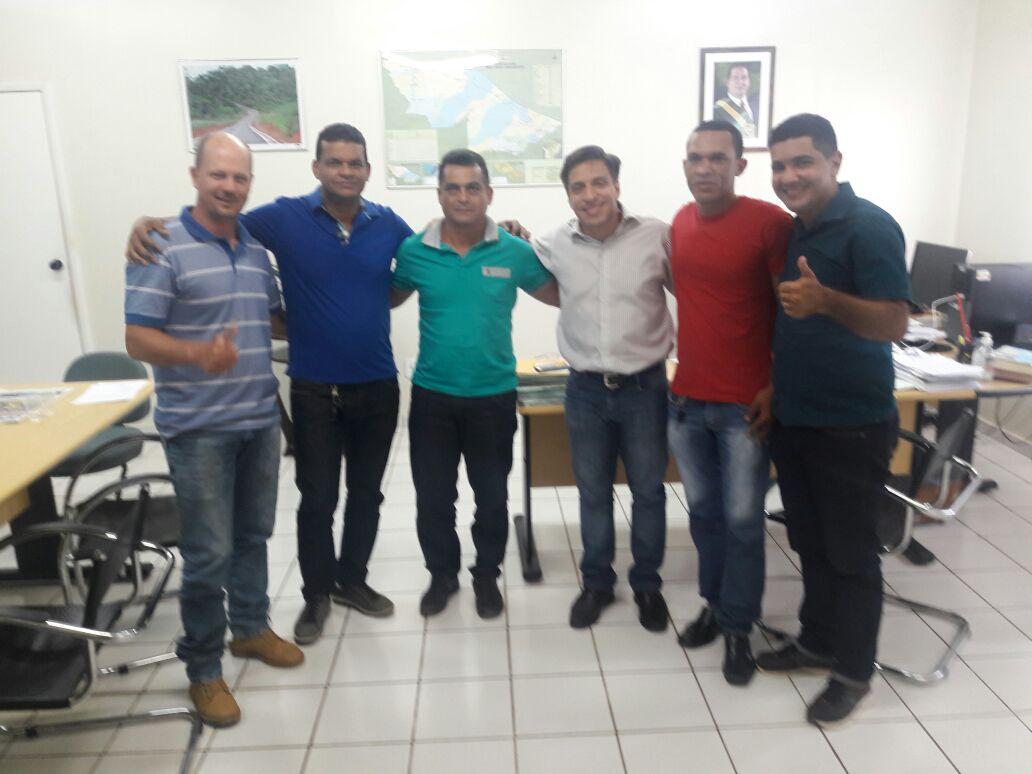 Vereador Rogério Ribeiro-PT agradece governo por atender pedido para o Deracre realizar tapa buraco