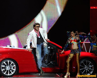 Bobby Deol performs at the IIFA Awards night in Toronto_FilmyFun.blogspot.com