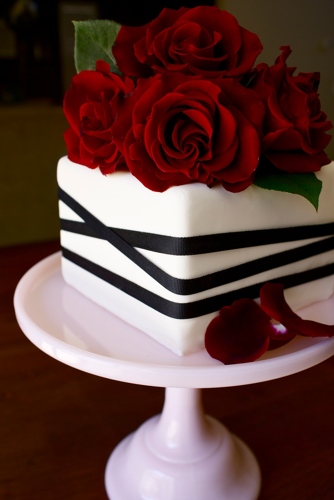 Images Of Cake With Roses : BAKESHOPmarie: red roses anniversary cake