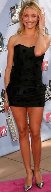 Cameron Díaz con vestido corto color negro