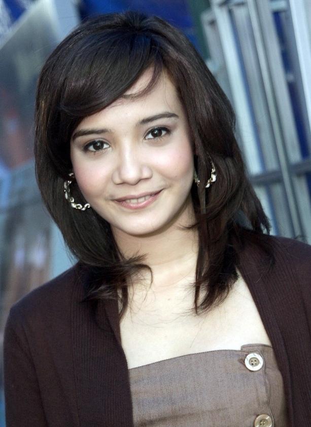 Profil dan Biografi Lengkap Zaskia Sungkar - Aktris & Penyanyi