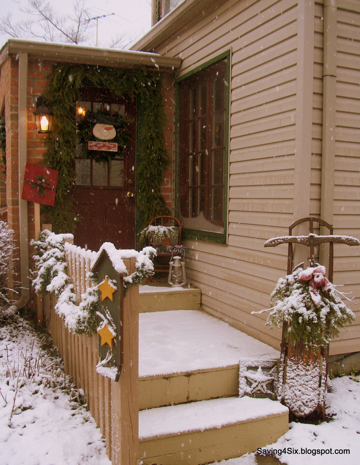 Decorating my porch for christmas for Decorating a small front porch for christmas