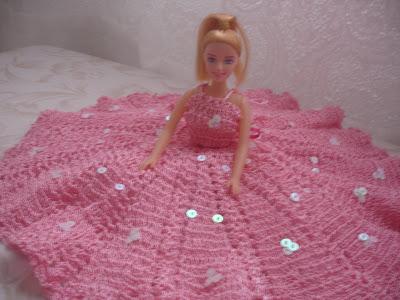 Vestido em crochê rosa para Barbie