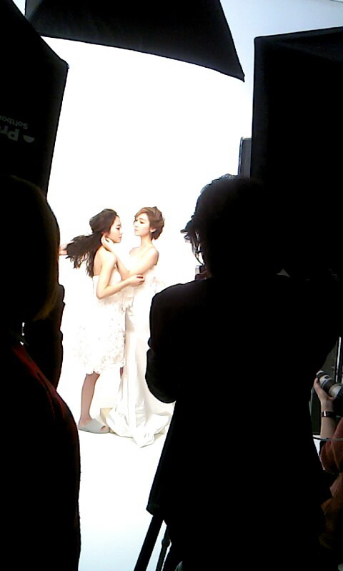 [Pictures] 130421 Jessica and Krystal - StoneHenge Photoshoot BTS