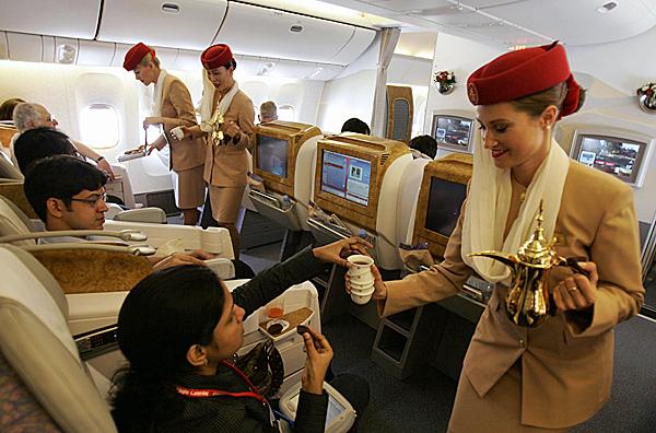 emirates ve may bay di dubai