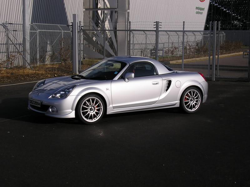 Toyota MR2, ZZW30, Roadster, trzecia generacja, japoński sportowy samochód, silnik centralnie, fotki, modyfikacje