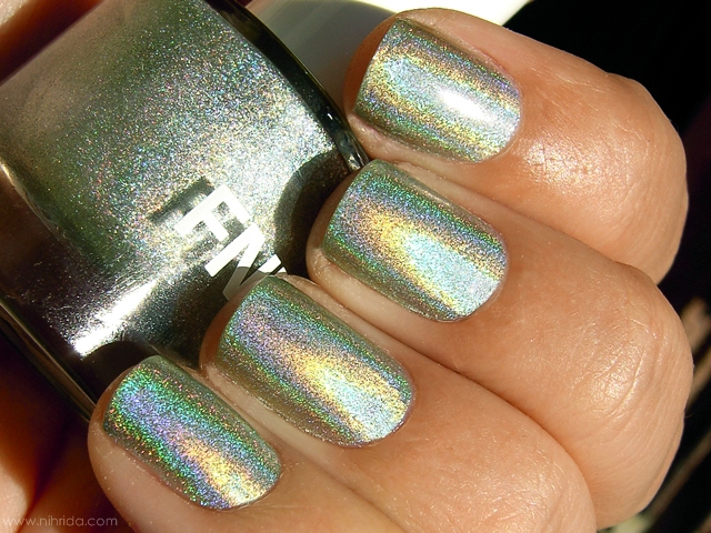 FNUG Holographic Nail Polish in Fantastica