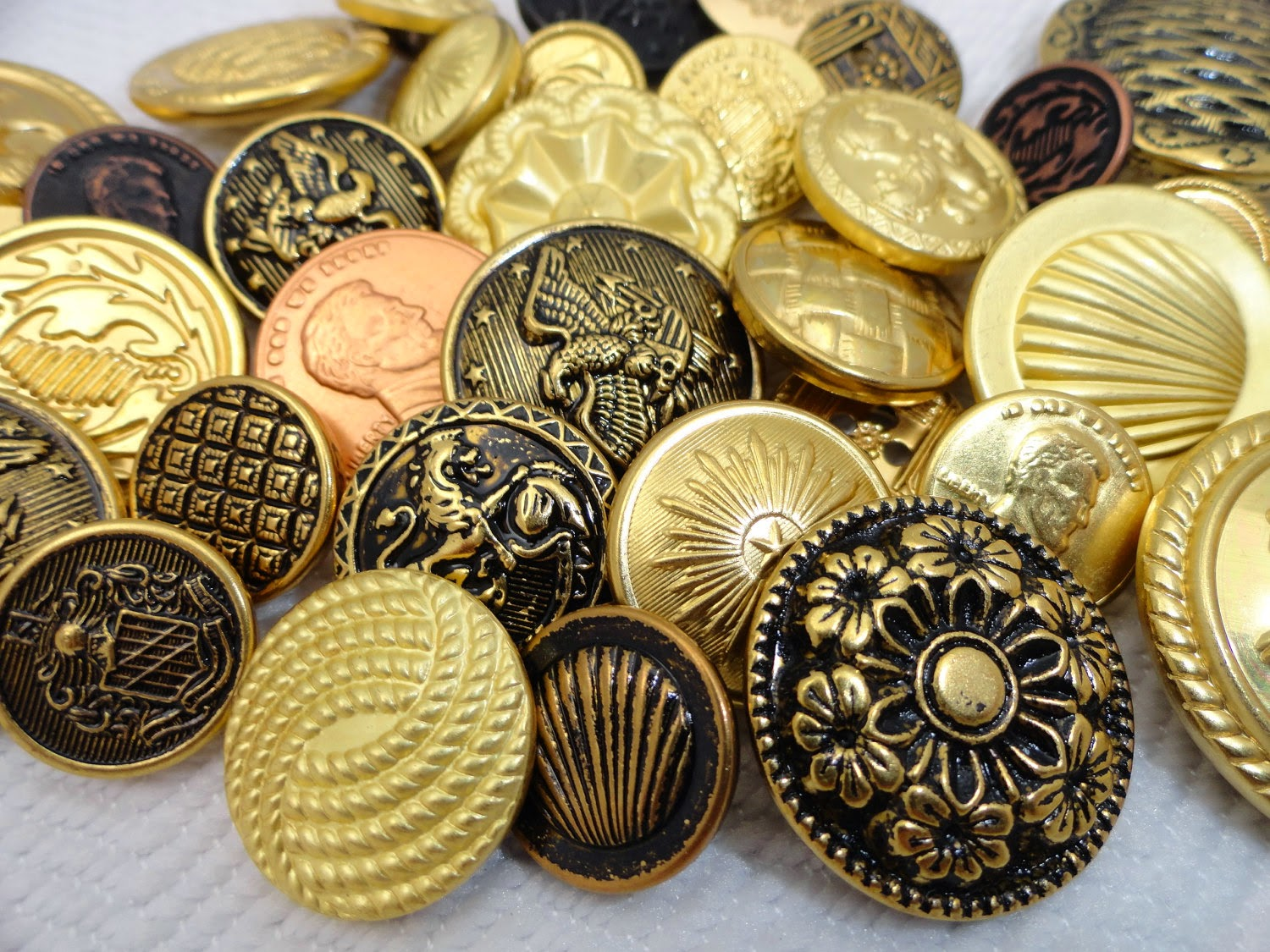 Dating old metal buttons