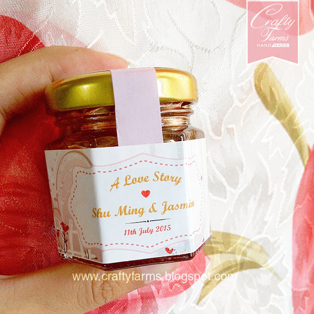 Personalized honey jar wedding favour with labels