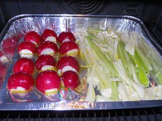 Hornear las verduras hasta que comiencen a blandear.