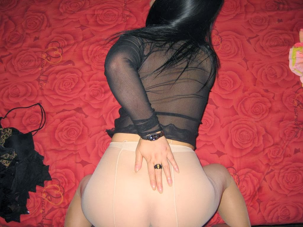 Sex through pantyhose