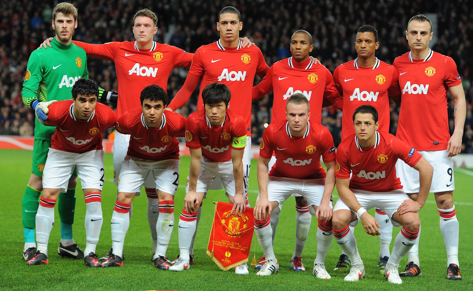 http://3.bp.blogspot.com/-aB4mAy0CD9s/UIGBygxBIOI/AAAAAAAAFrk/fRLsfP5KAvU/s1600/Manchester+United+hd+Wallpaper+2012-2013+03.jpg