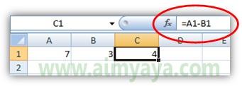 Gambar: Membuat rumus sederhana penjumlahan dua buah bilangan menggunakan referensi sel