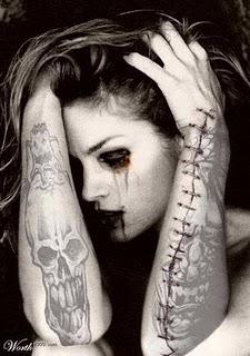chica gotica tatuada
