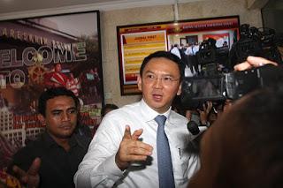Ahok gubernur DKI Jakarta mengakui banyak manipulasi pada uji kelayakan kendaraan umum
