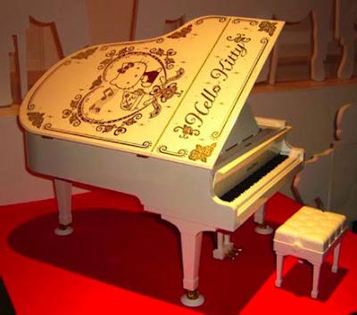 Hello Kitty Grand Pianist piano