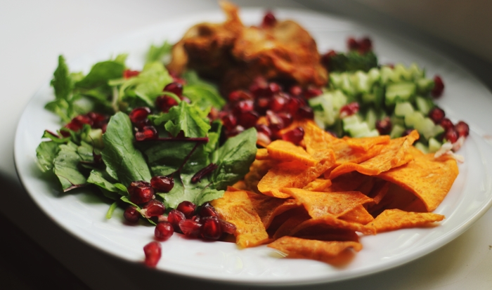 sweet potato chips, beetroot leafs, chickenbreast