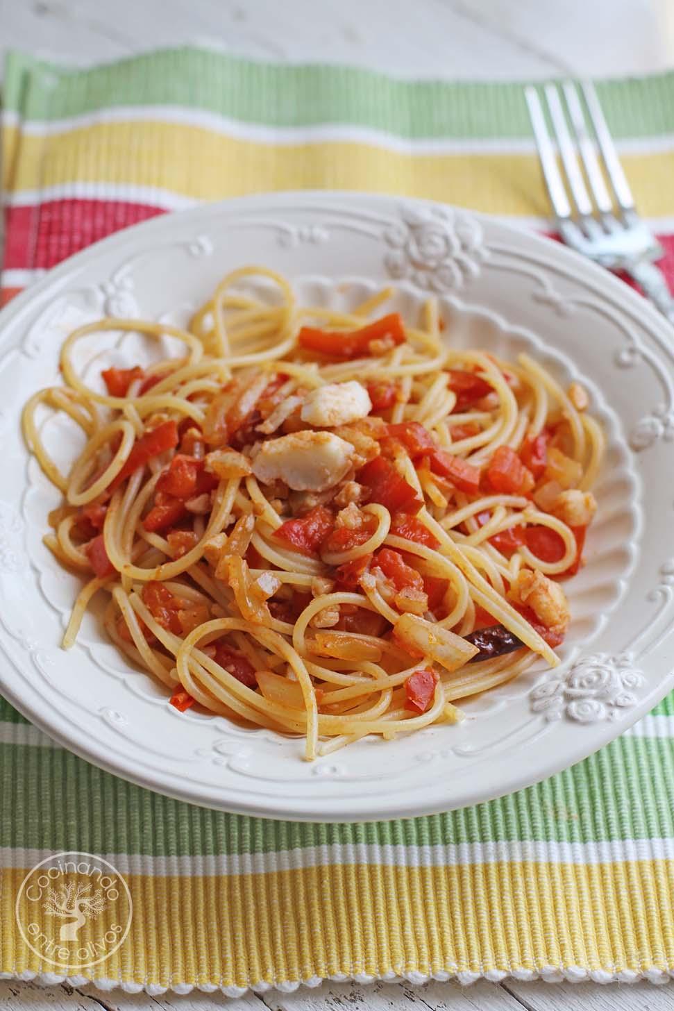Cocinando entre olivos espaguetis con bacalao receta for Cocinando entre olivos