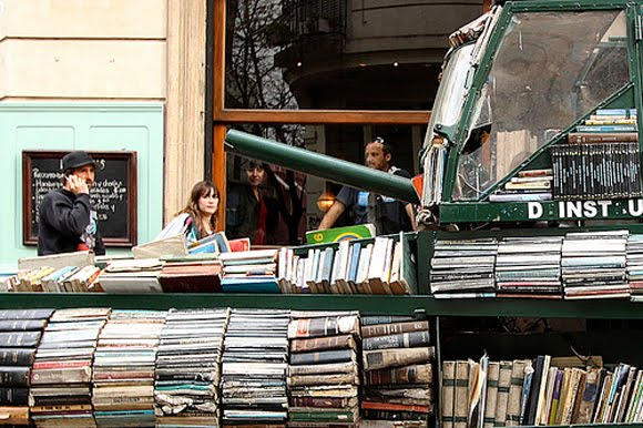 Weapon of Mass Instruction - Arma de Instruccion Masiva - The Argentinian Book Art Tank Strikes Again