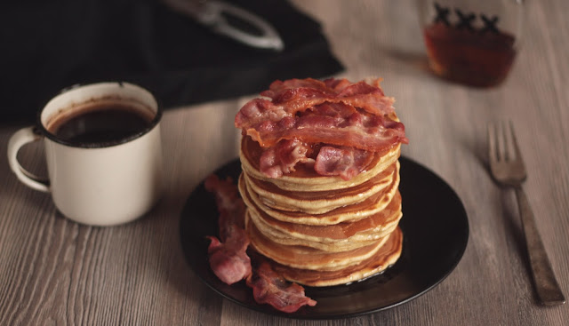 Mancakes - Bacon and Beer Pancakes with Homemade Whiskey Maple Syrup by the German foodblog Pancake Stories