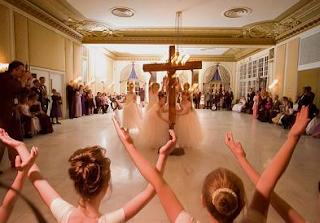 Purity Ball: Seita evangélica que celebra a virgindade visa filhas terem compromisso de honra com os pais