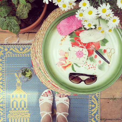 ByHaafner, crochet, potholder, wip, outside, terrace, flowers