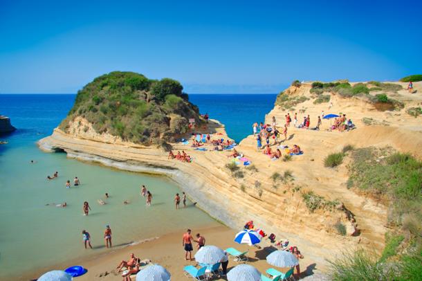 من أروع الشواطئ في العالم على خورة فقط ! corfu.png