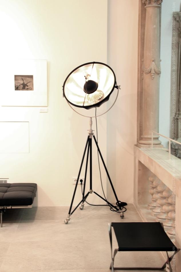 Stehlampe Fotolampe in schwarz mit großem Schirm