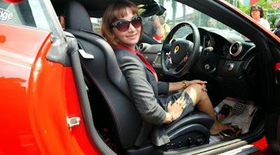 Mau Tahu, Berapa Harga Ferrari Seken Roro Fitria? Yuk Cari Tahu