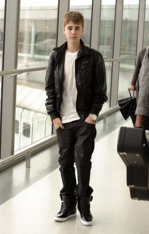 justin bieber pictures 2011 new haircut. pictures justin bieber new