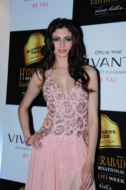 Miss-india-Simran-Kaur-Mundi-international-fashion-week-2012+(8).jpg