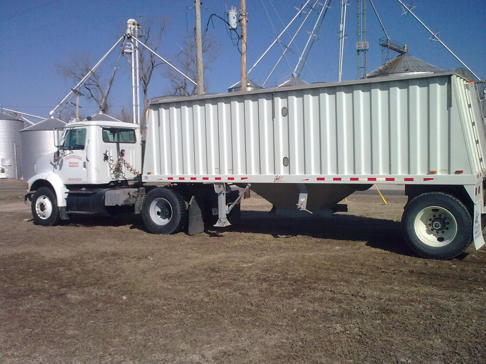 Single Axle Semi Trailer : Bumpus farms new additions to the fleet