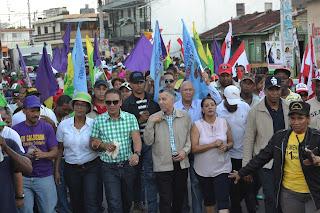 Manuel Jiménez abre campaña masiva con intensa caminata