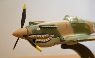 boca de tiburón pintada en el morro del avión