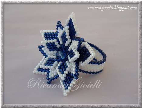 anello a fiore in peyote e brick stitch