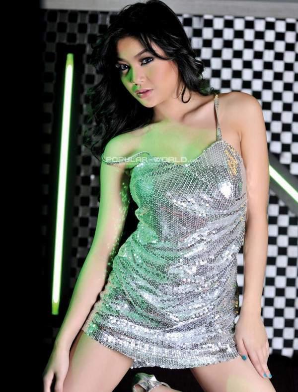 Foto Seksi Ananda Gurciani di Majalah Popular || gudangcewek.com