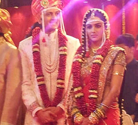 Bollywood Biggies Star Like Shahrukh Khan Jaya Bachchan Abhishek Ajay Devgn And Kajol Are Participate In Wedding