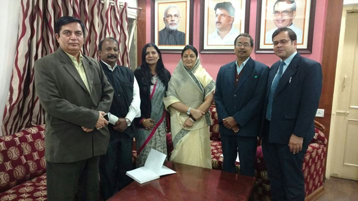 For Swachhta Abhiyan IPSA officials with Indore Mayor
