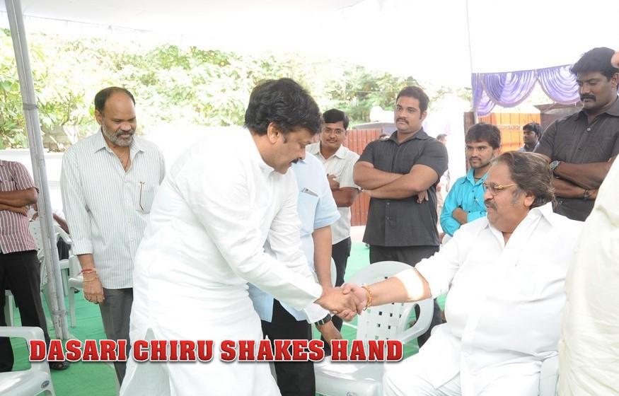 CHIRU DASARI SHAKES HAND VADDE RAMESH CEREMONY PICS
