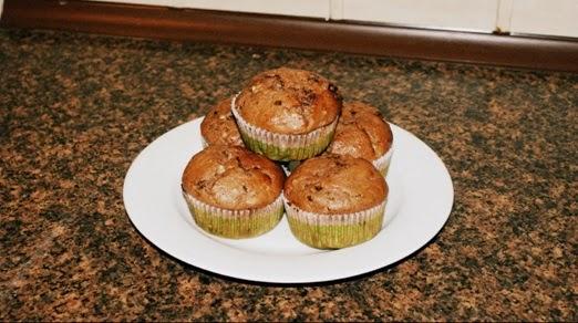 http://www.brulionspadochroniarza.pl/2014/11/muffinki-kakaowe-z-bananem-i-czekolada.html