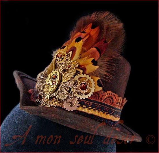 Chapeau steampunk Mini Hat Plumes Faisan Marron Rouages Montre mécanisme engrenage Mouvement Bronze