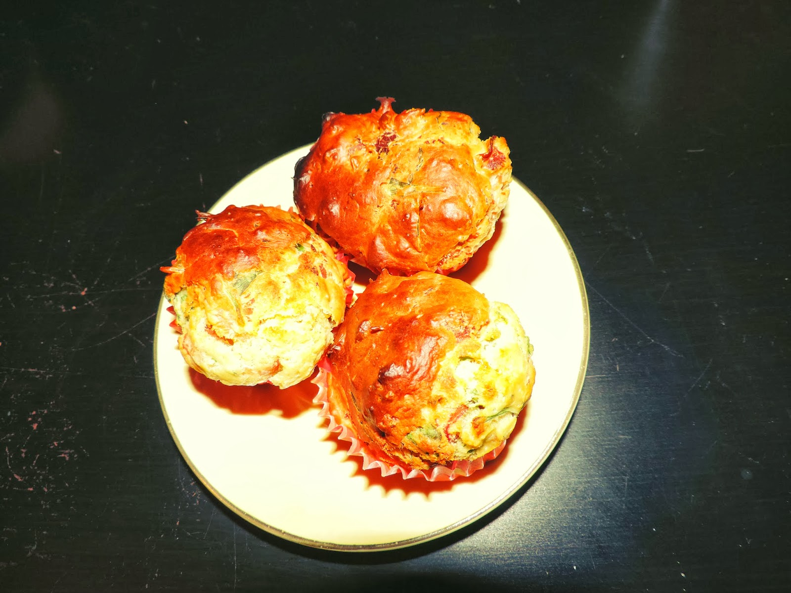 http://mynameisgeorges.blogspot.com/2014/02/gourmandise-5-muffins-parmesan-roquette.html