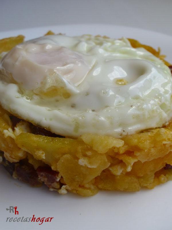Huevos rotos con chorizo