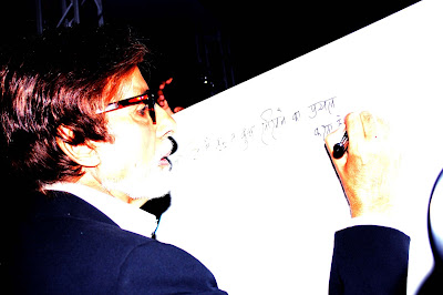 Amitabh Bachchan Flags Off 'KBC 6' Hot Seat Van Photos