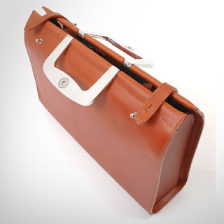 How to buy a good leather bag - Permanent Style