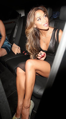 NicloeScherzinger-candids-in-black-dress.jpg