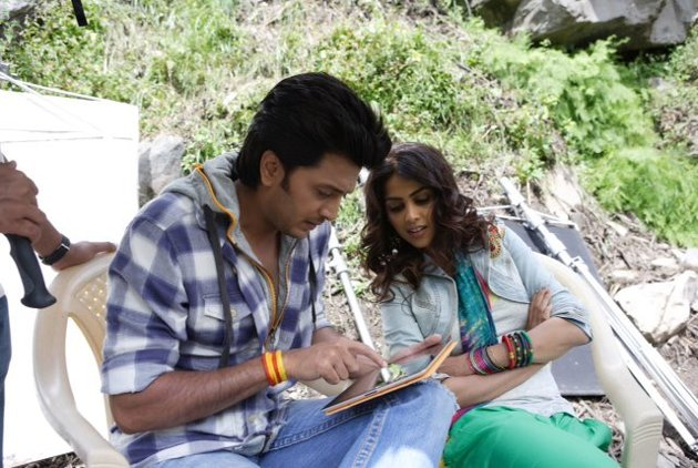 Off-Screen Photo Shoot Of Ritesh And Genelia