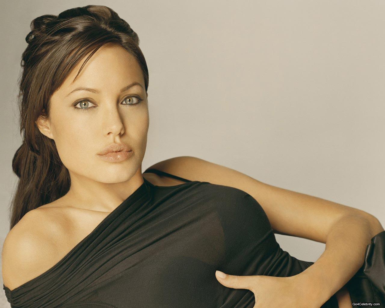 http://3.bp.blogspot.com/-aFs_XjimK5c/TZwdoNfYogI/AAAAAAAAGYw/dbraOtj--So/s1600/Angelina-Jolie-023.jpg